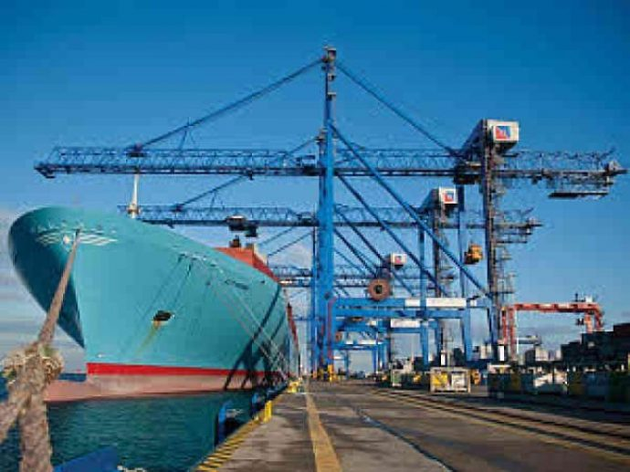 Liebherr_Ship_to_shore_container__cranes_for_port__operations_640_480_84_s_c1-690x517