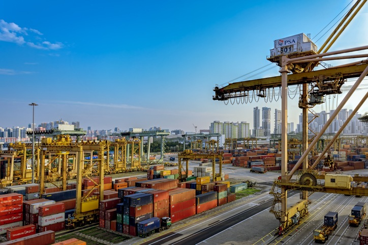 Port of Singapore suffers fall in TEU in 2020