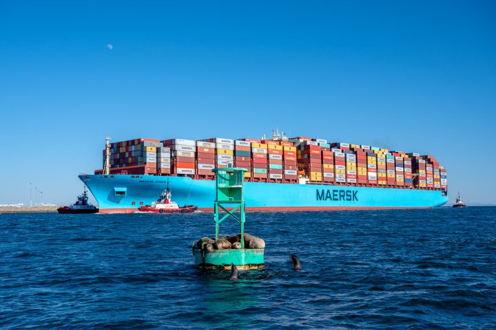 Maersk Essen enters the Port of Los Angeles
