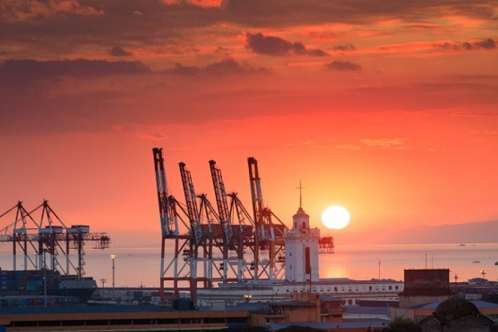 Beautiful_sunset_and_industrial_cargo_cranes_in_Manila_bay_1280_800_84_s_c1
