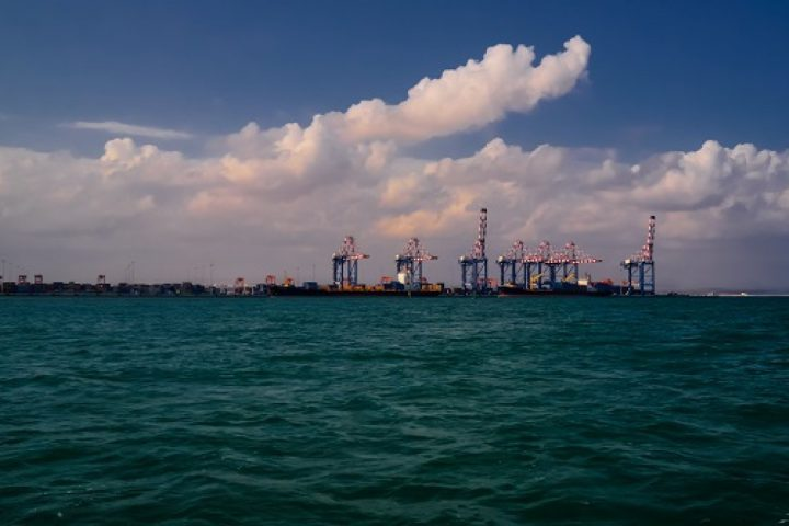 Djibouti_port_in_the_distance_1280_800_84_s_c1