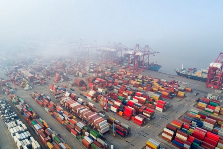 Fog_affects_Shngahi_Port_1280_800_84_s_c1