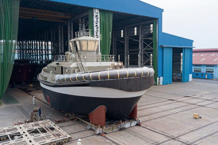 Damen launches world's first fully electric tug