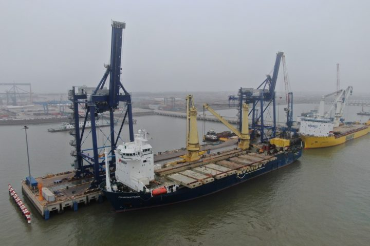 humber-container-terminal-update-ship-to-shore-cranes-on-the-way-to-immingham
