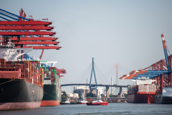 Hamburger Hafen und Logistik AG (HHLA) has signed a cooperation agreement with Brunsbüttel Ports and Kruse freight forwarders to promote inland waterway shipping on the Lower Elbe
