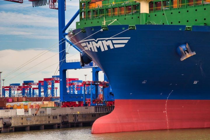 The HMM Dublin, the largest container ship in the world in the port of Hamburg. A ship for the transport of goods which reflects the globilisation and the upswing.