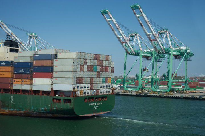 US ports are set to break monthly records as import volumes continue to grow
